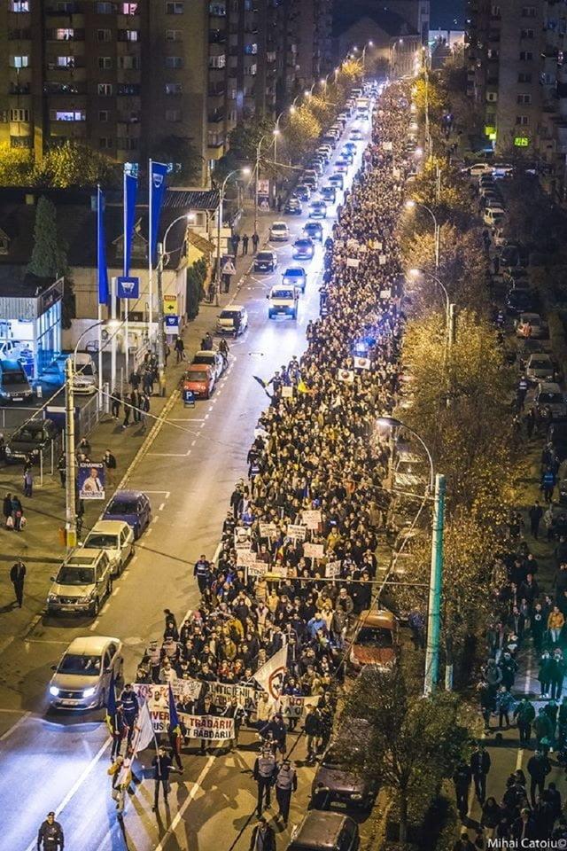 Cluj, 14 noiembrie 2014, miting de solidaritate cu românii din diaspora cărora li s-a negat dreptul la vot.  FOTO: MIHAI CATOIU