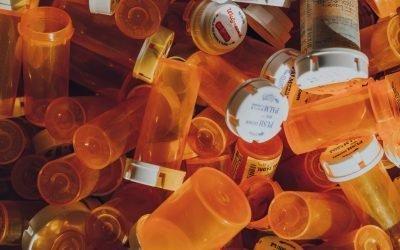 Crima organizată se bate cu industria farmaceutică și autoritățile