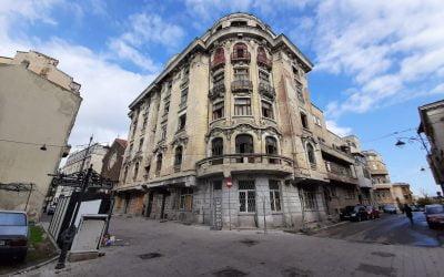 FOTOREPORTAJ. Clădirea afaceriștilor greci care au inaugurat prima cursă peste Atlantic din Constanța, lăsată în paragină după Revoluție, va fi reabilitată cu bani europeni
